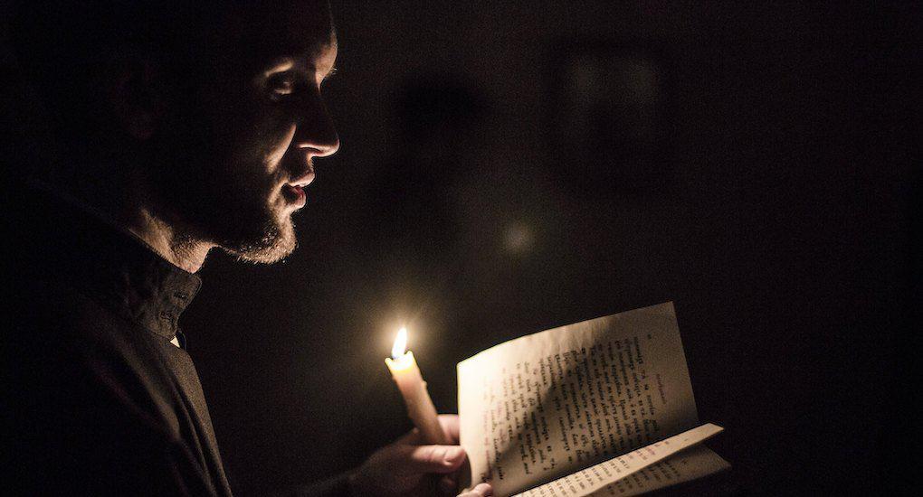 Можно ли дома молиться без свечи?