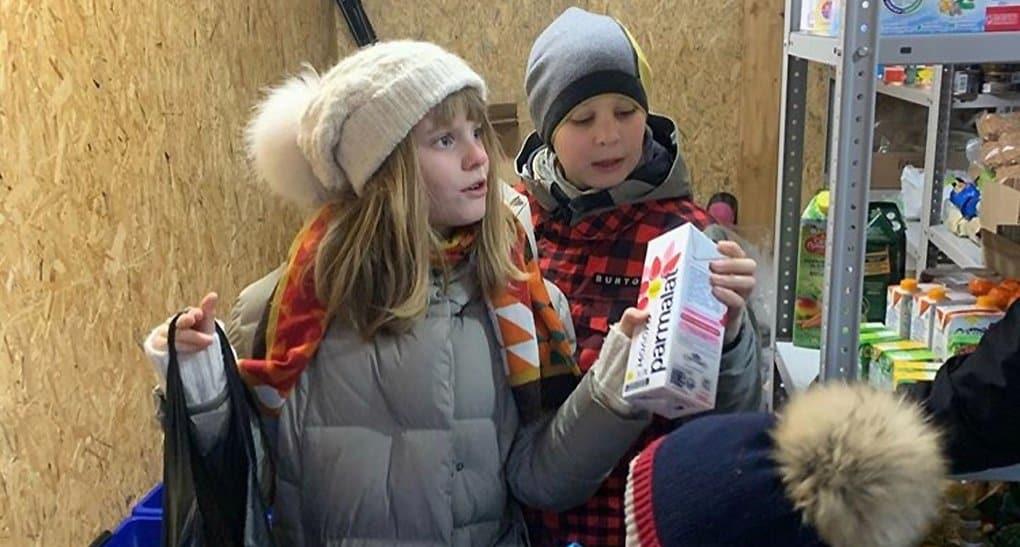 При храме Ризоположения в Леонове открыли окно продуктовой помощи для мам с детьми