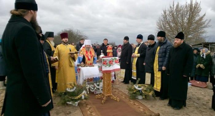 Община на Волыни строит новый храм, после захвата прежнего раскольниками