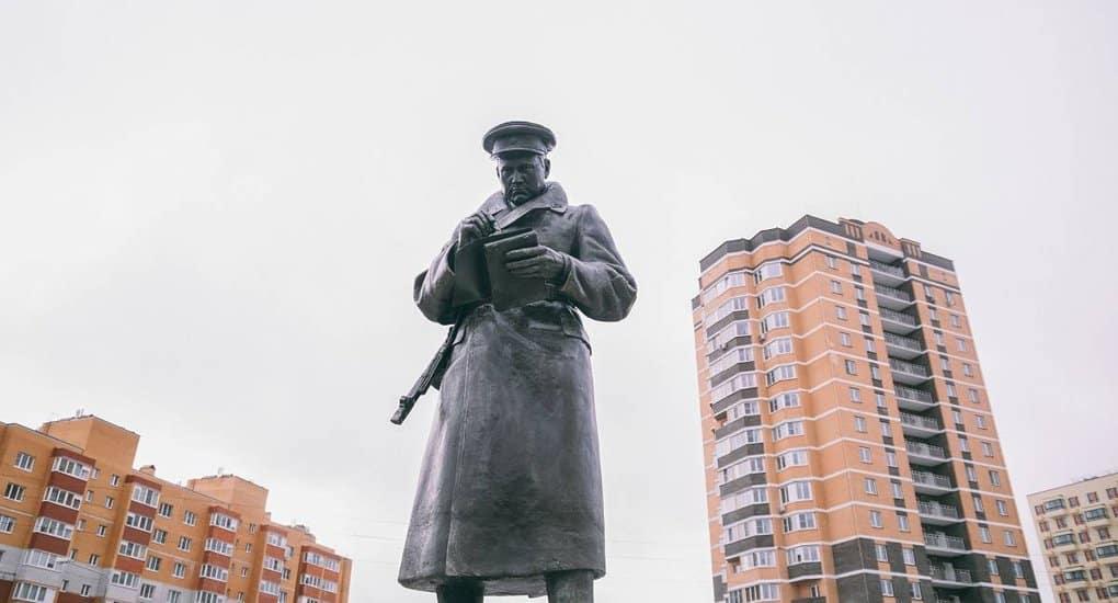 В калужском памятнике Защитнику Отечества отобразили героя освобождения города от фашистов