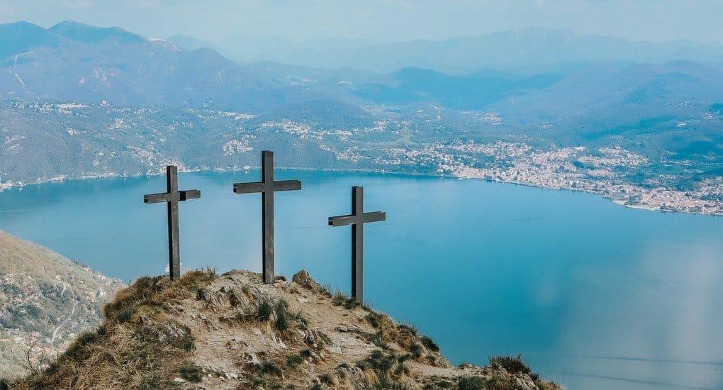 Каноничен ли крестик в форме меча?
