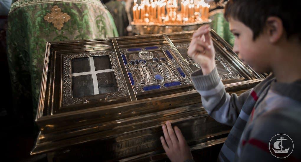 Почему мы носим кресты и крестимся? В Библии об этом нет.