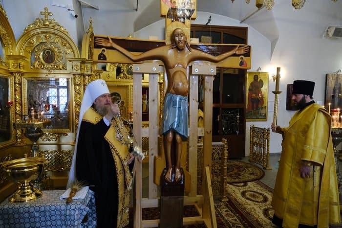 Для верующих Казахстана освятили точную копию Годеновского креста