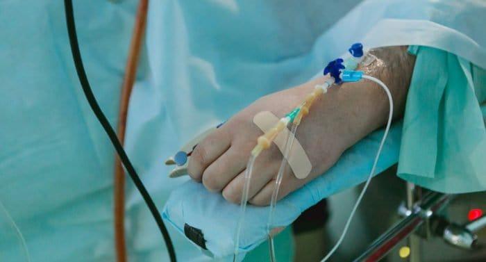 «Я лежу в плюшевом склепе, а вокруг меня нет людей» — как нельзя общаться с больными раком