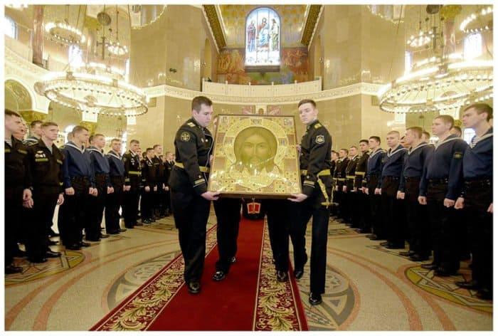 В Петербург принесли главную икону Вооруженных сил России