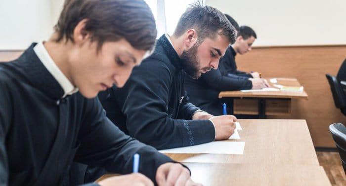 Знания и горение: в Церкви указали на два уровня проблем с поступающими в духовные учебные заведения
