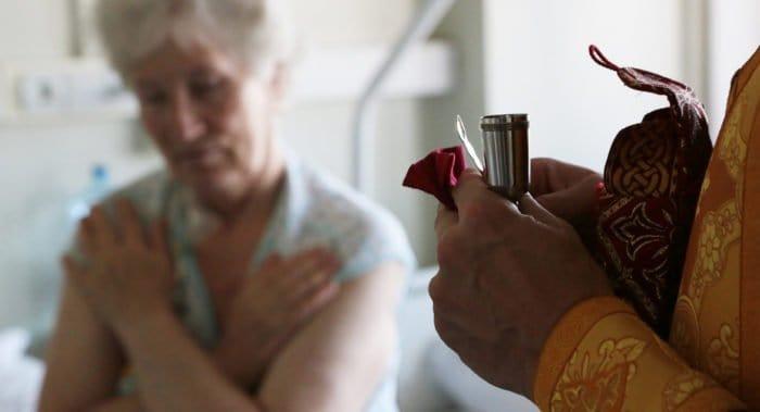 Томским священникам разрешили посещать пациентов респираторных госпиталей