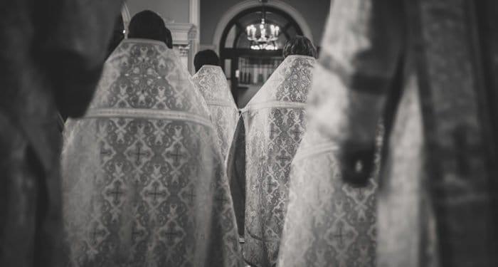 Из-за коронавируса скончались священнослужители в России и Беларуси