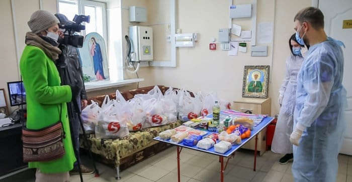 Волонтеры Ижевской епархии развозят еду одиноким и многодетным в самоизоляции