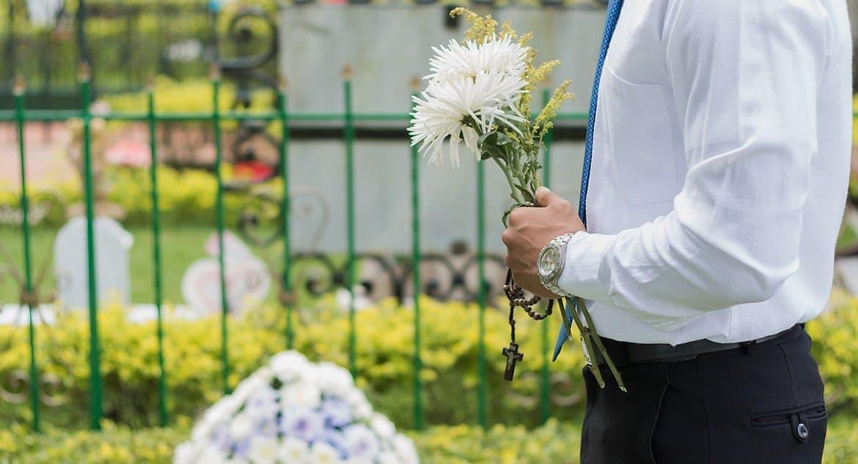 В Церкви объяснили, что отказ от посещения кладбищ на Пасху из-за коронавируса не будет грехом