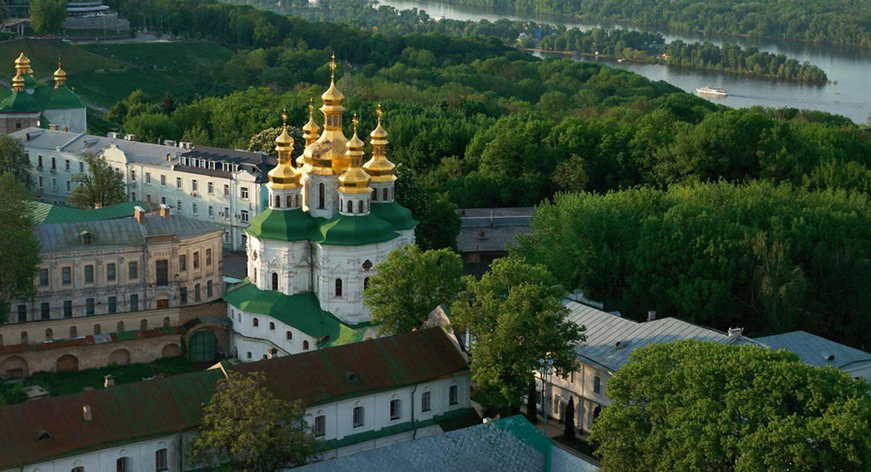 Священник поддержал видеоклипом заболевших коронавирусом монахов Киево-Печерской лавры