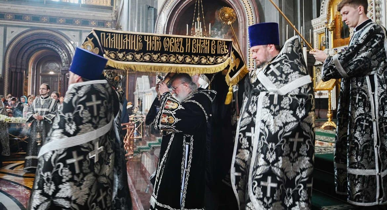 В Великую Пятницу 17 апреля в храмах выносят Плащаницу