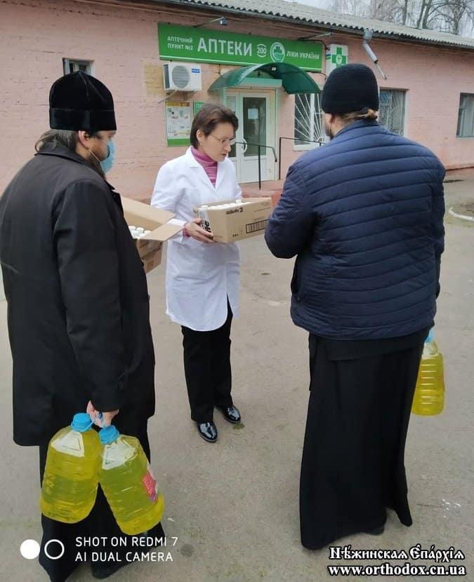Украинская Церковь передает больницам медоборудование и средства защиты