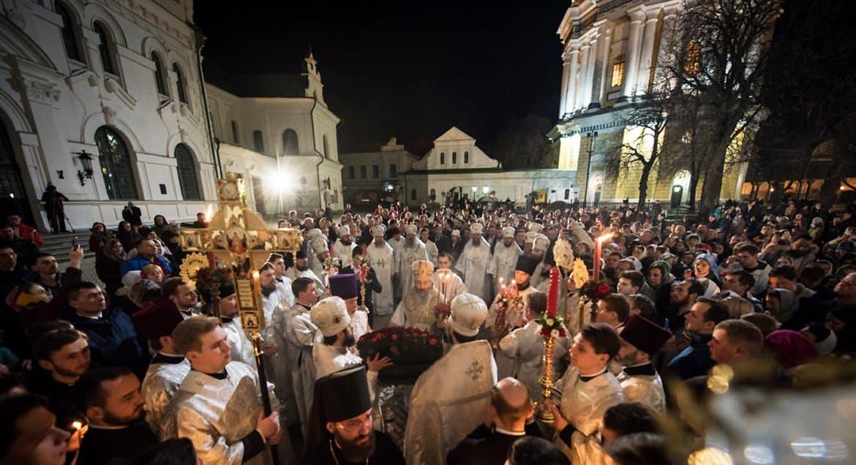 На Пасху верующие Украины будут молиться перед храмами или дома