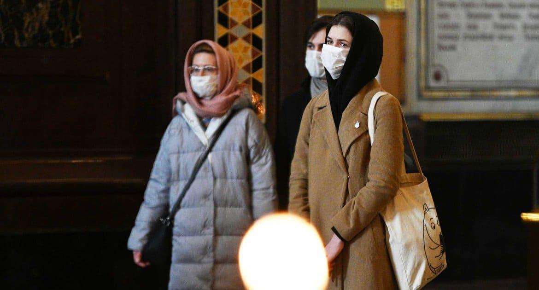 Носить маски и перчатки в храмах призвал верующих митрополит Волоколамский Иларион