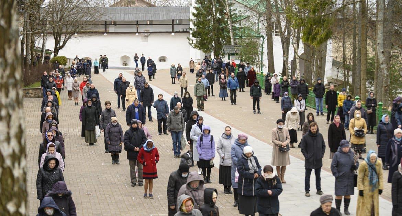 С 21 мая в Псковской епархии возобновят службы с прихожанами на прихрамовых территориях
