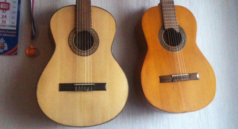 Архангельский священник делает гитары и обучает этому других