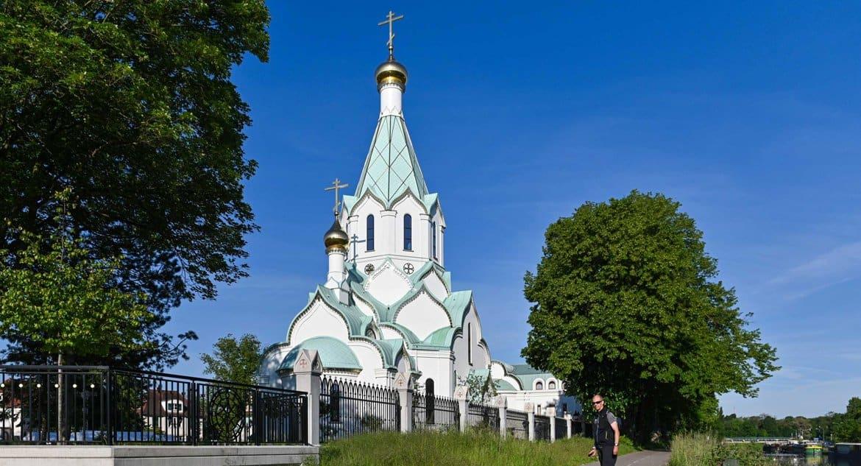«Расплакалась и не хотела уходить»: в Страсбурге после карантина вновь открылся русский храм