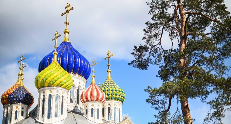 В Подмосковье верующим разрешили посещать храмы вне богослужений, а службы будут проходить на улице