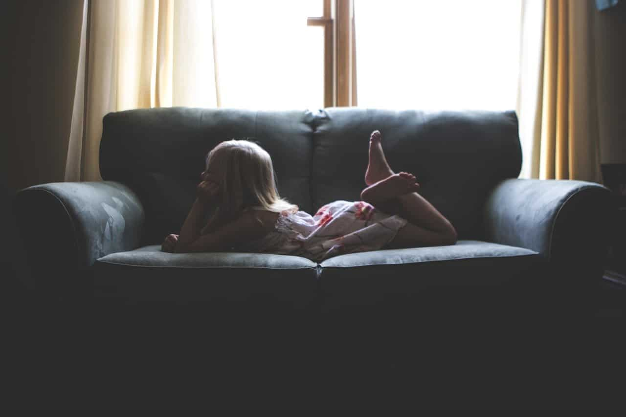 Ребенок спрашивает, почему мы сидим взаперти, не ходим в храм. Как его успокоить? — советы священника родителям