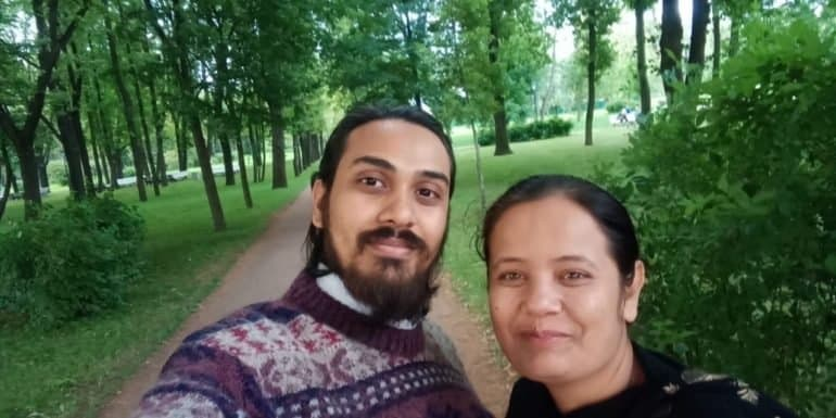 «Ее родители наняли киллера и мага, чтобы отомстить мне» — реальная история любви индийского священника