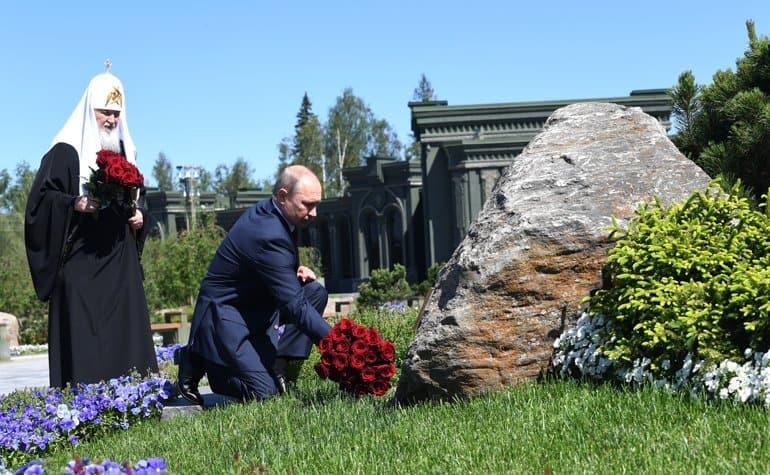 Владимир Путин и патриарх Кирилл в годовщину начала Великой Отечественной почтили память павших