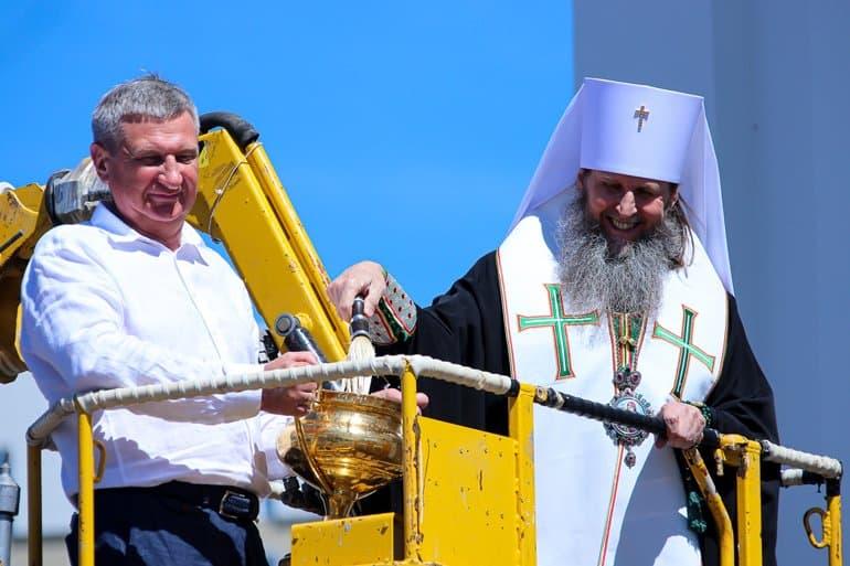 В Кургане освятили самую большую на Урале мозаичную икону Святой Троицы