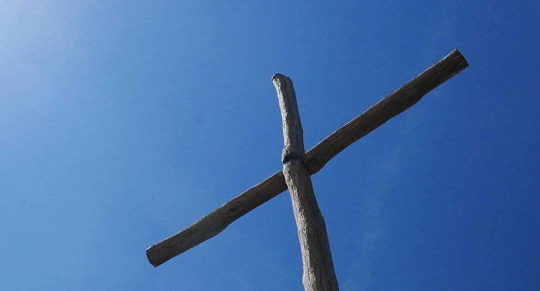 Ударилась лбом о крест. Это знак?