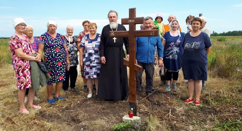 Потомки расстрелянного курганского священника установили крест на месте его гибели