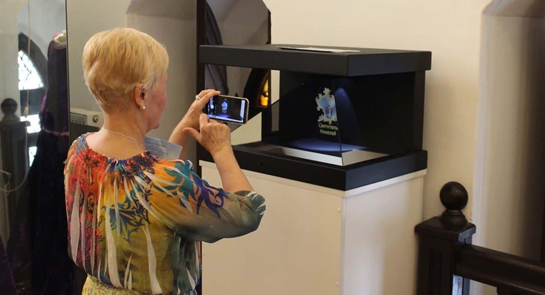 В Калининграде на выставке показывают голографию уникального иконостаса