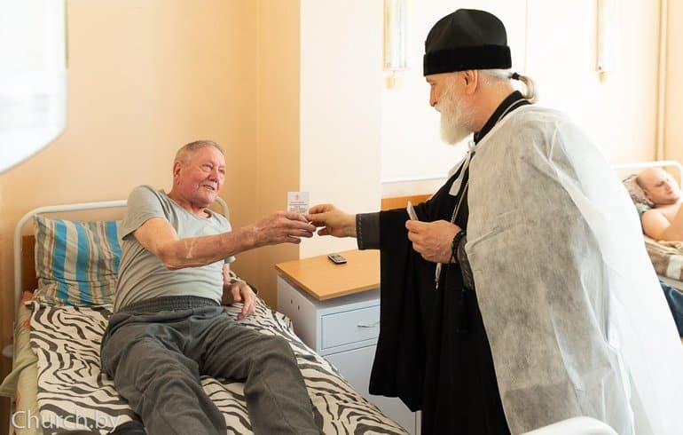 Митрополит Минский Павел навестил пострадавших на митингах, напомнив, что Церковь вне политики
