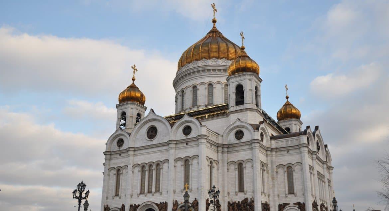 В России вспоминают освящение воссозданного храма Христа Спасителя