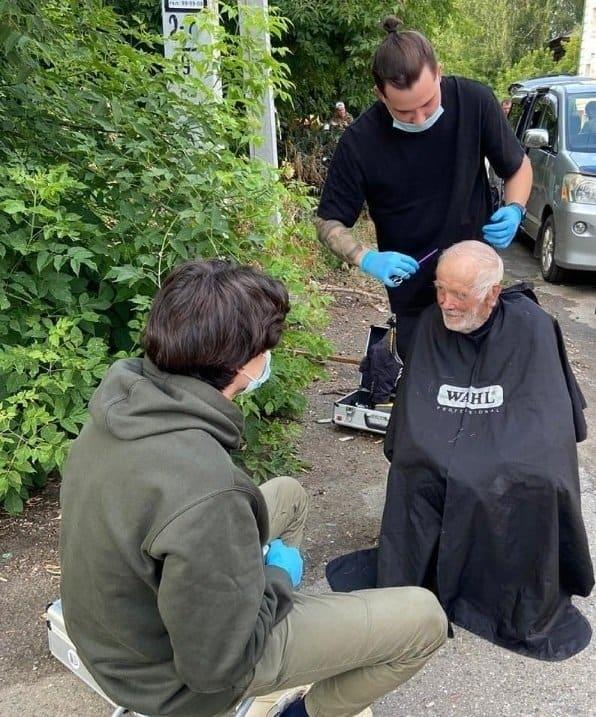 Томские барбершопы вместе с Церковью помогают бездомным