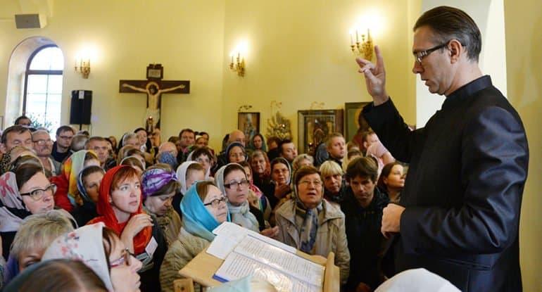 Желающие могут научиться в Москве основам церковной лексики на языке жестов