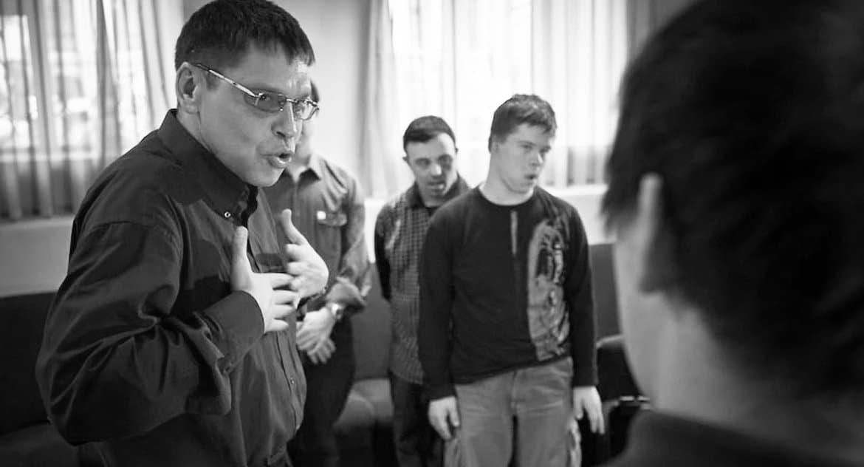 Умер создатель театра для актеров с синдромом Дауна Игорь Неупокоев