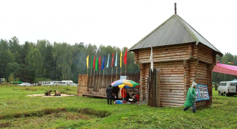 Крест священника помогает археологам установить местонахождение церкви XVIII века
