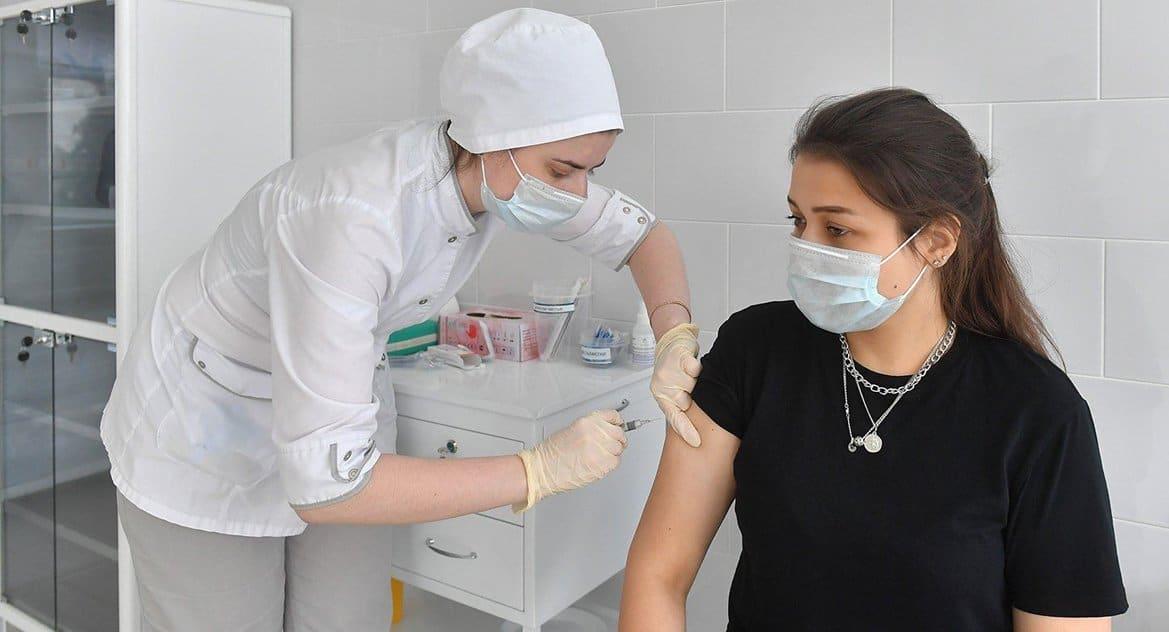 В России уменьшается число активных случаев заболевания ковидом