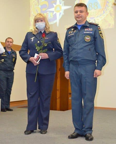 Сотрудницу ивановского СИЗО наградили за спасение на пожаре семьи с двумя детьми