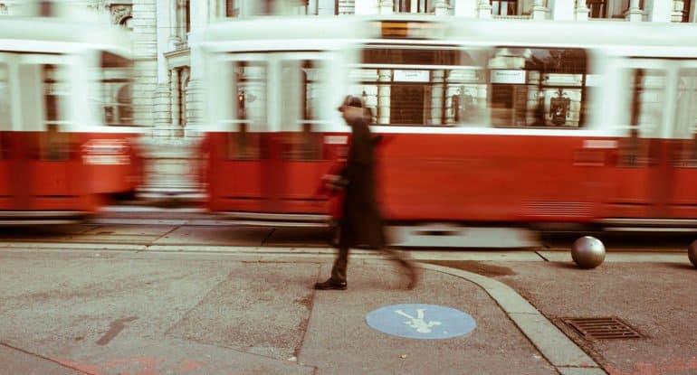 «Парень схватил перчатку и бросился вон из трамвая» — случай, о котором мне хочется вспоминать почаще