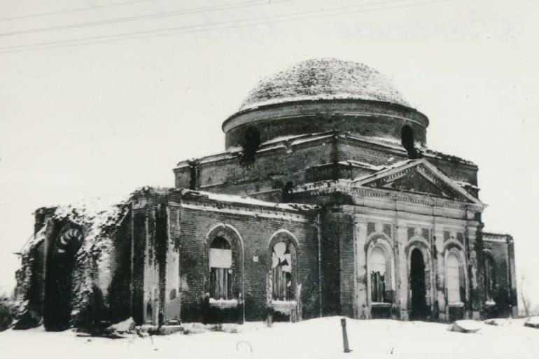 «Мы с матушкой очень расстроились и начали молиться» — история священника про кладбище и чудо