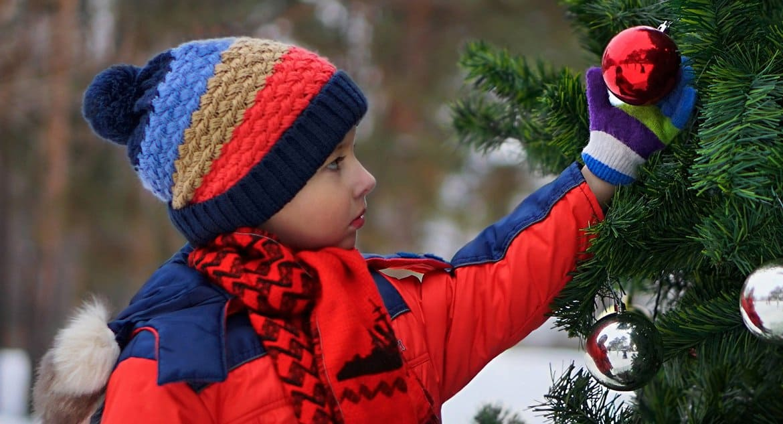 Семьям с детьми до 7 лет выплатят по 5 тысяч рублей из-за отмены новогодних елок