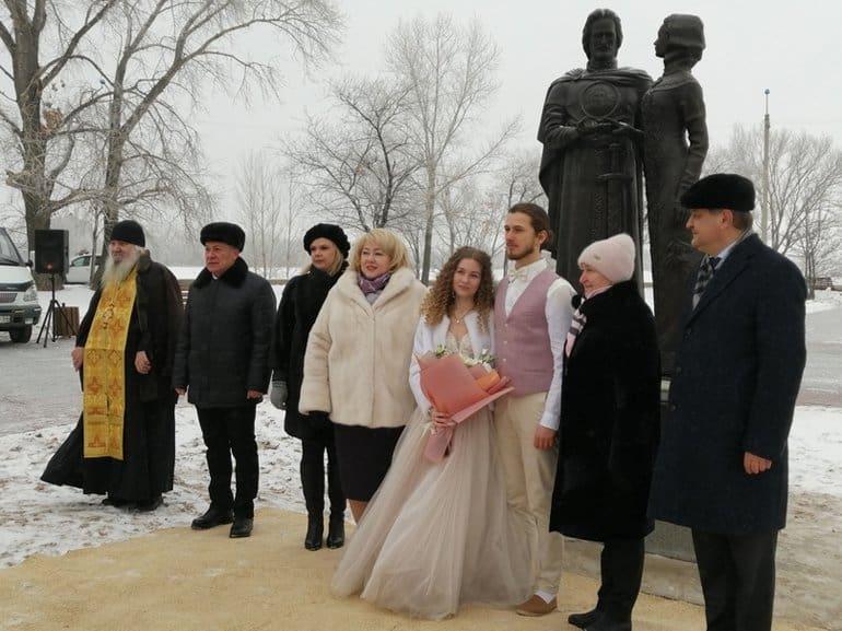 Первый в Балаково памятник православным святым посвятили Петру и Февронии