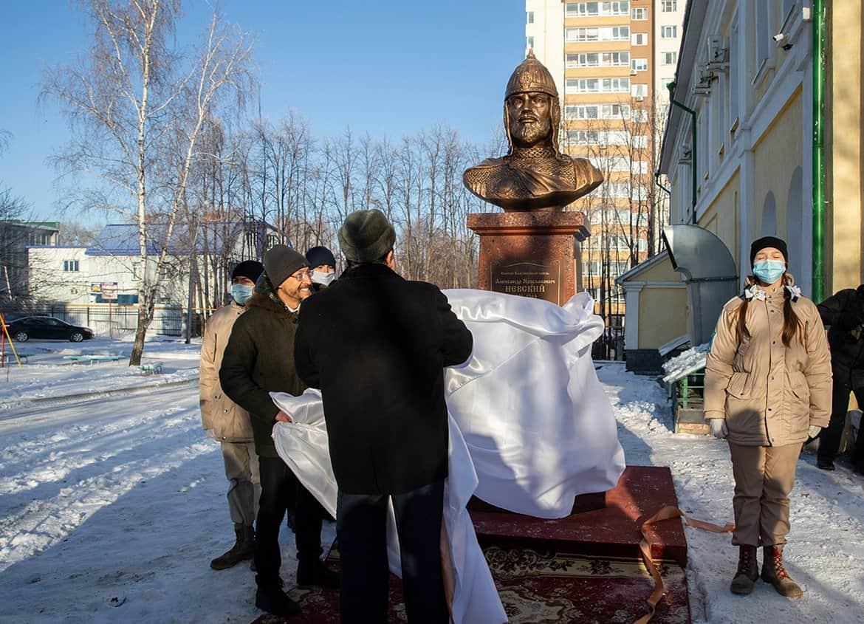 В Ульяновске открыли памятник Александру Невскому и заложили в его честь храм