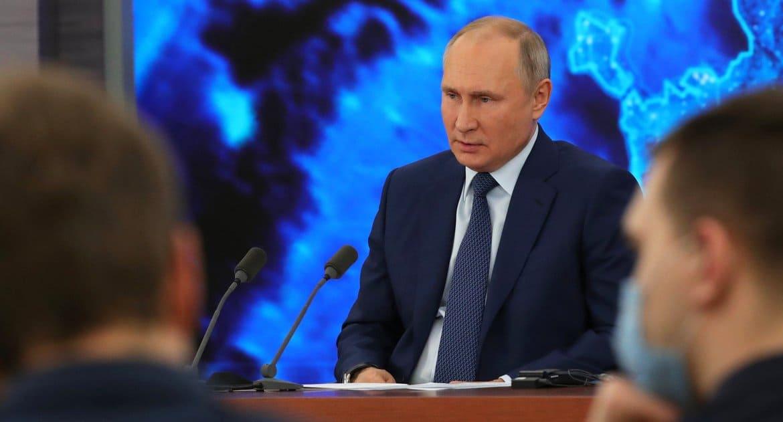 Владимир Путин не поддерживает обязательную вакцинацию от ковида, но сам привился «Спутником V»