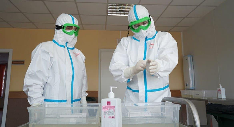Приход в Иркутске с помощью благотворителя передал медикам 2 000 комплектов СИЗ