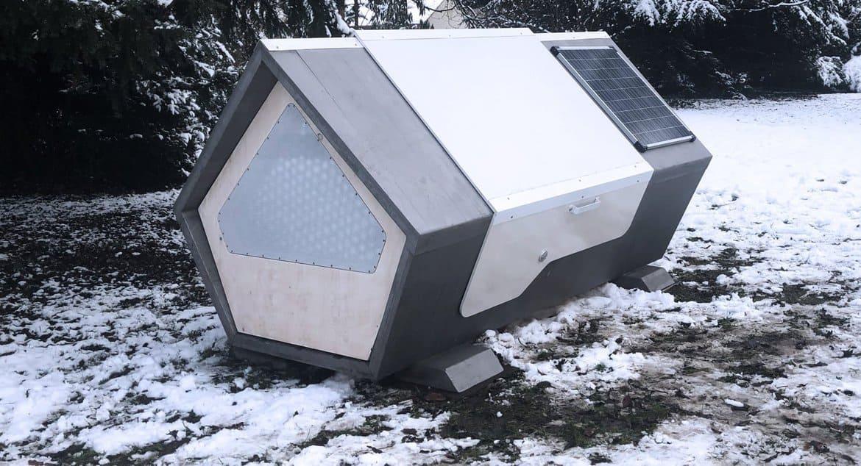В Германии для бездомных устанавливают спальные капсулы с солнечными батареями