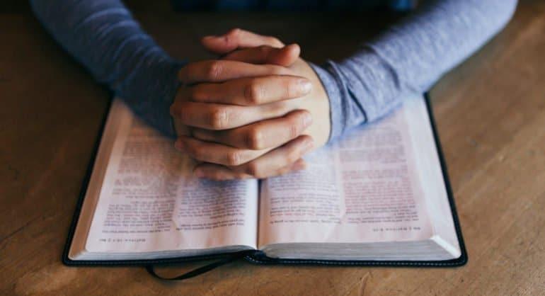 Чтение Библии укрепляет в британцах надежду на лучшее во время пандемии, – опрос