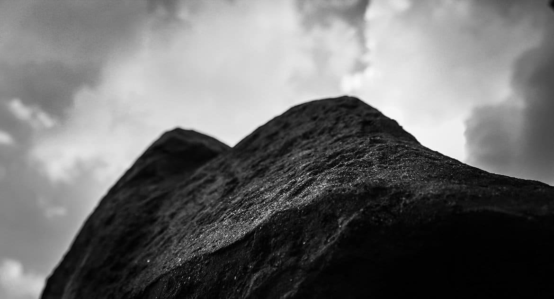 Бог на самом деле всемогущий? Не могу понять парадокс о создании камня