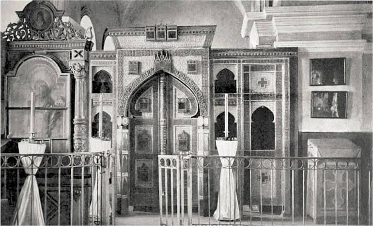 Иконостас с копией Царских врат XVI века установили в храме на Куликовом поле