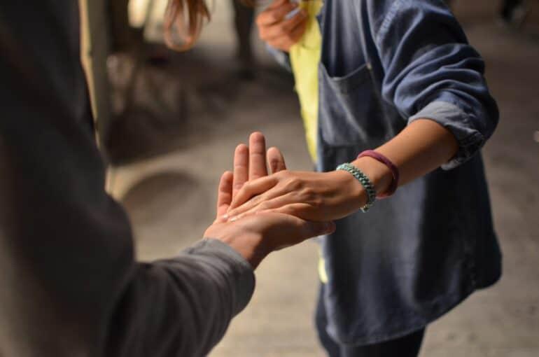 Love is: как полюбить ближнего по-христиански не на словах, ана деле?